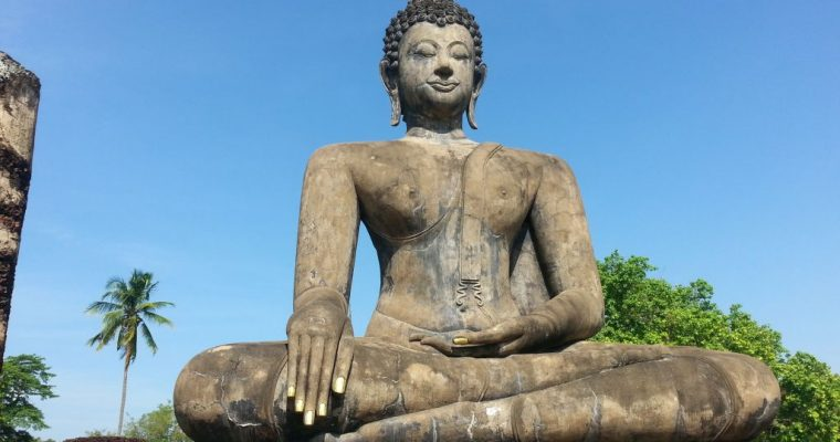 [Thailand] Big Buddha, little Buddha: once it was golden. Now he's pink